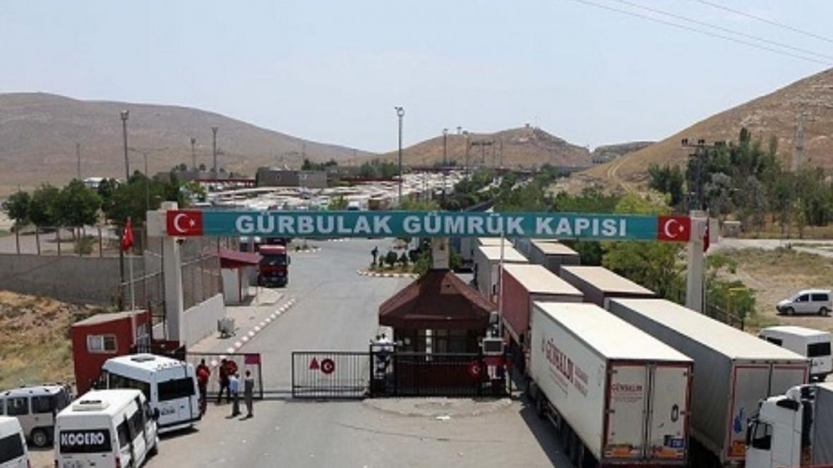 خبرنگاران روزانه 100 کامیون مرز بازرگان به پلدشت منتقل می شود