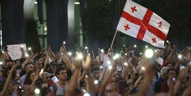 چهارمین شب ناآرام در گرجستان، تجمع معترضان در برابر مجلس