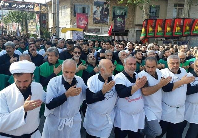 برگزاری سینه زنی کمر به کمر رامیانی ها در عاشورای حسینی