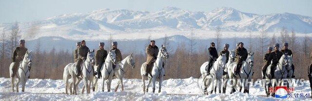 اون بار دیگر سوار اسب سفیدش راهی کوه مقدس شد،تصمیم جدی در راه است