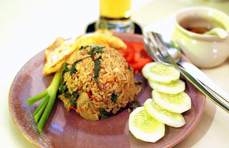 معرفی غذای تایلند: برنج سرخ شده (Khao Pad)