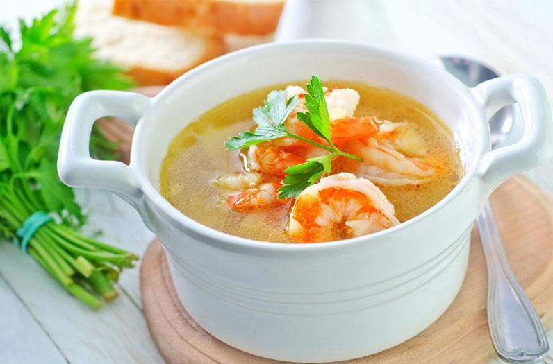 معرفی غذای تایلند: سوپ میگو تند (Tom Yum Goong)