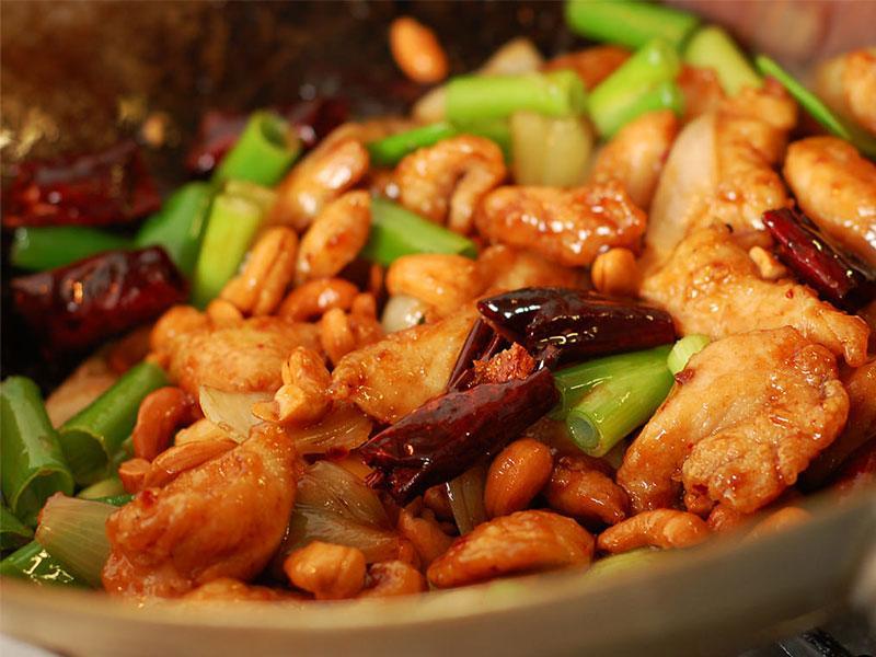 معرفی غذای تایلند: مرغ با بادام هندی (Kai Med Ma Muang)