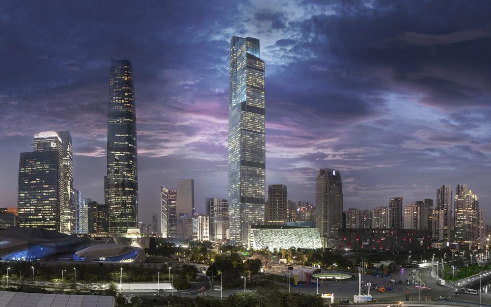 سیاحتی در برج ها و مجتمع های تجاری شهر جدید Zhujiang در گوانجو