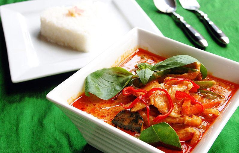 معرفی غذای تایلند: کاری قرمز (Gaeng Daeng)