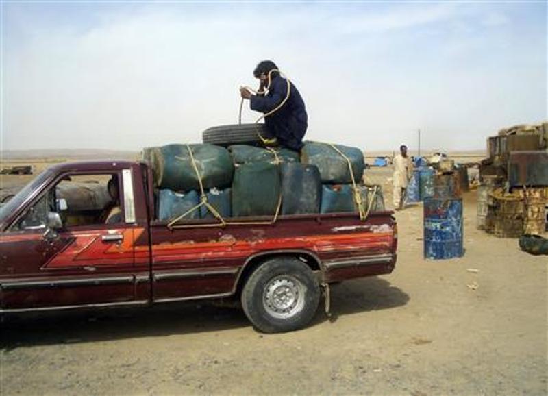 کمیاب شدن بنزین در پاکستان و افزایش قاچاق سوخت از ایران