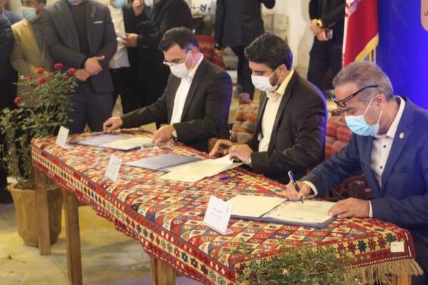 خبرنگاران تفاهم نامه بازسازی و احیاء عمارت حاج رئیس بوشهر به امضا رسید