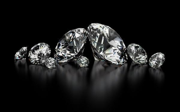 مردم به جای خرج سفر الماس می خرند